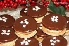 Išelské tortičky Christmas Goodies, Christmas Baking, Gingerbread Cookies, Biscuits, Cheesecake, Xmas, Cooking Recipes, Pudding, Sweets