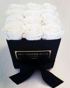 Collécion Perla Blanca - The Prestige Roses Madrid🌹 Flower Box Gift, Flower Boxes, Fresh Flowers, Beautiful Flowers, Bouquet Box, Box Roses, Luxury Flowers, Flower Centerpieces, White Roses