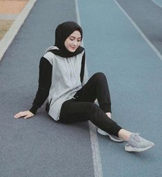 hijab sport Sport fashion for hijab Hijab Casual, Ootd Hijab, Modern Hijab Fashion, Street Hijab Fashion, Muslim Fashion, Trendy Fashion, Style Fashion, Fashion Women, Trendy Style