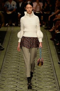 Wangy Xinyu for Burberry - Fall 2016 Ready-to-Wear