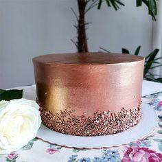 Golden Birthday Cakes, Birthday Sheet Cakes, Pretty Birthday Cakes, Gold Birthday, Metallic Cake, Glitter Cake, Gold Cake, Simple Rose, Drip Cakes