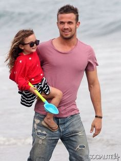 There were so many pix to choose from of Cam Gigandet in a purple tee with his family! But I chose this one with his daughter Everleigh (wife is off to the side) at a July 4 party in Malibu. Cam Gigandet, Celebrity Dads, Celebrity Photos, Men And Babies, Purple Dress Shirt, Donald Sutherland, Expecting Baby, 50 Shades Of Grey, Madame