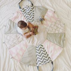 31 Ideas for baby carrier diy ideas Sewing For Kids, Baby Sewing, Diy For Kids, Quilt Baby, Diy Bebe, Patchwork Baby, Baby Presents, Creation Couture, Baby Time