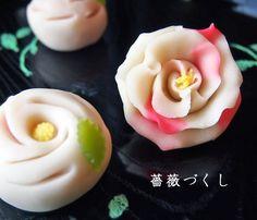 横浜市の薔薇をモチーフにした練切製上生菓子を作ります。 Yokohama City rose Japanese Snacks, Japanese Dishes, Japanese Sweets, Japanese Food, Asian Desserts, Sweet Desserts, Amazing Food Art, Japanese Wagashi, Thai Dessert