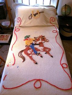 Chenille Cotton Bedspread, love the Cowboy Western theme. Pretty sure my brother had this Hd Vintage, Vintage Cotton, Vintage Love, Vintage Decor, Vintage Cabin, Vintage Kids, Vintage Heart, Vintage Kitchen, Cowboy Room