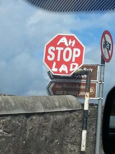 Check out these funny Irish photos we've collected, be careful you don't hurt your jaw when it hits the floor. You'll only find this in Ireland. Funny Signs, Funny Jokes, Hilarious, Funny Irish Memes, Irish Humor, Funny Shit, Funny Stuff, St Patricks Day Jokes, Church Of Ireland