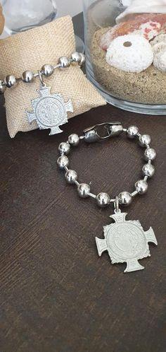 #saintbenedictbracelet #kayojewelryco #etsyjewelry #handmadejewelry #chunkybracelets #chainbracelets #catholicbracelets #catholicjewelry #catholicgift #jewelrytrends2021 #trens2021 #crosssaintbenedictcharm #ballchain #10mmballchainbracelets #chunkychain #thickchainbracelets #stainlesssteelbracelets #crossbracelets
