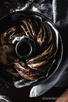 Babka the best dessert ever with any filling. But this rbowned butter cinnamon filling with roasted almonds inside is next level delicious! Cinnamon Babka, Cinnamon Almonds, Photography Portfolio, Food Photography, Babka Recipe, Roasted Almonds, English Food, Instant Yeast, Round Cakes