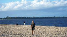 Jogar na praia sempre é uma novidade, o vento muda muito e, as vezes, durante o voo. Mas vale o registro. Praia do Laranjal, Pelotas, Rio Grande do Sul.