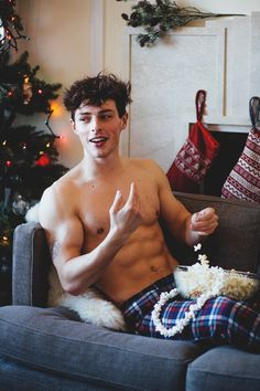 Wait, dammit, Jack was supposed to thread that popcorn for decorations, but now he's eating it just like M'Baye. Let These Hot Guys Help You Count Down The Days 'Til Christmas Hot White Guys, Hot Men, Sexy Men, Sexy Guys, Cute Male Models, Guy Models, Buff Guys, Red Hair Men, Xmas