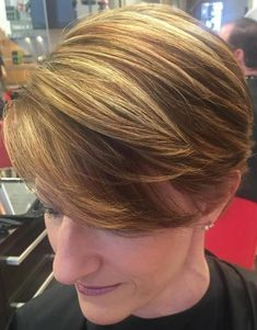 Vintage Hairstyles With Bangs short hairstyle with side-swept bangs - Short Wedge Haircut, Short Wedge Hairstyles, Short Haircut Styles, Haircuts For Fine Hair, Short Bob Haircuts, Long Hair Styles, Funky Hairstyles, Formal Hairstyles, Vintage Hairstyles