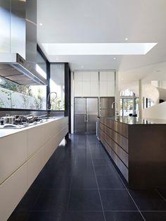 Sleek and Elegant Suburb Home in Melbourne Surrounded by Lush Vegetation    Great skylight and window/splashback