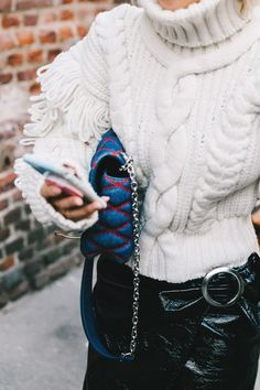 Super chunky knitted turtleneck sweater in white, white turtleneck in chunky knit, Winter Stil, Looks Street Style, Winter Looks, Look Chic, Mode Inspiration, Pulls, Autumn Winter Fashion, Street Fashion, What To Wear