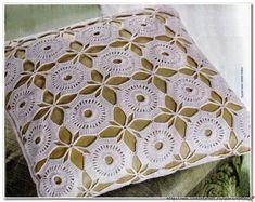 Almohadón con fino diseño al crochet