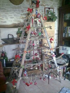 Ladder Christmas Tree. The best thing is that you don't need a LADDER to decorate it!