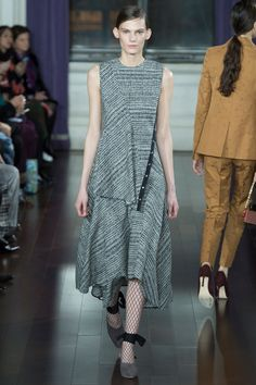 See the complete Jason Wu Fall 2017 Ready-to-Wear collection.