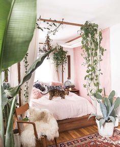 Urban Jungle 🌿 Bedroom goals via Master Bedroom Design, Bedroom Inspo, Bedroom Decor, Bedroom Designs, Bedroom Plants, Modern Bedroom, Bed Designs, Whimsical Bedroom, Master Master