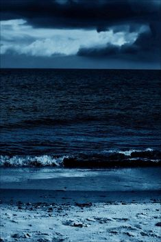 Image discovered by M ; Find images and videos about blue, sky and sea on We Heart It - the app to get lost in what you love. New Foto, Ocean Depth, Everything Is Blue, Ocean Wallpaper, Deep Blue Sea, Dark Blue, Blue Wallpapers, Jolie Photo, Sea And Ocean