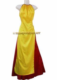 Trang phục biểu diễn văn nghệ: Áo dài cách điệu vàng.