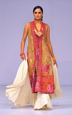 You Beauty ~ From #Designer Shamaeel Ansari https://www.facebook.com/shamaeel.fashion Collection at #Pakistan #Fashion Week 2009