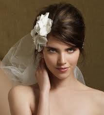 Would like to do a calla lily instead on side Wedding Blog, Wedding Styles, Wedding Day, Winter Wedding Attire, 60s Hair, Wedding Inspiration, Style Inspiration, Calla Lily, Wedding Makeup
