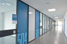 University Corridor Wall Design Hanyang University (한양대학교) Glass Design, Wall Design, Corridor Design, Corridor Ideas, Hospital Signage, Pink Bedroom Walls, Office Graphics, Hotel Lobby Design, Office Signage