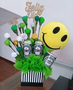 Una sonrisa que alegra Ideas Para Fiestas, Tapas, Gifts, Paper Packaging, Ticket Invitation, Candy Bouquet, Gift Baskets, Candy Arrangements, Creative Flower Arrangements