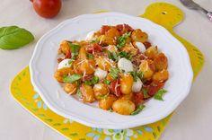 Gnocchi with tomatoes and mozzarella