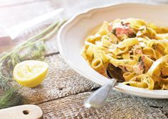 Tagliatelle con salmone affumicato - italský recept podle Emanuela Ridiho Macaroni And Cheese, Ethnic Recipes, Candy, Food, Sweet, Toffee, Sweets, Essen, Mac And Cheese