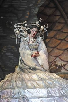 "What darts like flame but is not a flame, that grows cold with death yet blazes with dreams of conquest? (blood) - Lise Lindstrom in Florida Grand Opera's ""Turandot. Theatre Costumes, Movie Costumes, Turandot Opera, Russian Wedding, Open Season, Metropolitan Opera, Opera Singers, Ice Queen, Cinema"