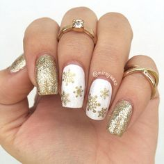 36 Cool Shimmering Christmas Nails ★ Christmas Nails Patterns for Beautiful Holiday Look Picture 5 ★ See more: http://glaminati.com/cool-shimmering-christmas-nails/ #shimmernails #naildesigns