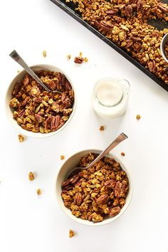 PUMPKIN Pecan Granola with pepitas, naturally sweetend with maple syrup! #pumpkin #vegan #glutenfree