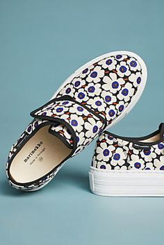 39 Flat Shoes To Update Your Wardrobe - Women Shoes Trends - . Women's Shoes, Me Too Shoes, Flat Shoes, Pink Shoes, Shoes Sneakers, Anthropologie, Pretty Shoes, Cute Shoes, Floral Sneakers