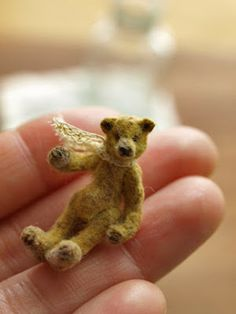 ahhhhhh - I want one!I keep peering into the window of the Teddy Bear Shop on Elm Hill here in Norwich! Teddy Bear Shop, My Teddy Bear, Needle Felted Animals, Felt Animals, Needle Felting, Tiny Teddies, Antique Teddy Bears, Charlie Bears, Love Bear
