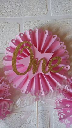 **PLEASE CHECK PROCESSING TIME. IF YOU NEED YOUR ITEM BEFORE PROCESSING TIME PLEASE SEND ME A NOTE WITH THE DATE OF YOUR PARTY AND I WILL TRY MY BEST TO ACCOMMODATE YOU. A $10 RUSH FEE MAY APPLY** These star centerpieces will go perfect with your twinkle twinkle little star themed party.