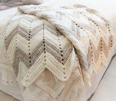 virkattu peitto Crochet Home, Diy Crochet, Home Deco, Chevron, Arts And Crafts, Elsa, Pillows, Sewing, Knitting