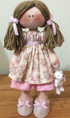 A Boneca Manu é confeccionada em estilo russo, em que fica em pé sem apoio, com tecidos de tricoline 100% algodão, enchimento anti-alérgico, personalizadas com as cores de sua preferência! Acompanha acessórios nas mãozinhas!    Medida da boneca: 35cm