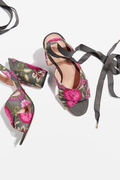 Add a feminine feel to your going-out look in the unique REENA sandals in floral embroidery. With a block heels, it also features luxe ankle-tie detail.