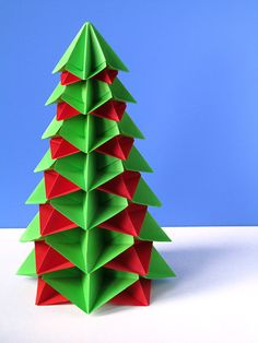 Origami: Bialbero di Natale - Double Christmas tree, designed and folded by Francesco Guarnieri. Variants and diagrams: http://guarnieri-origami.blogspot.it/2012/11/bialbero-di-natale-multialbero.html