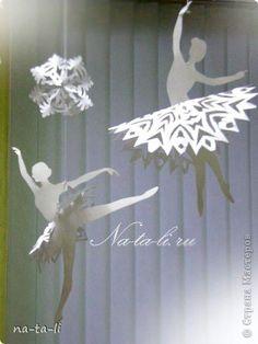 Снежинки - балеринки, новогоднее украшение, мобиль. Балеринки вращаются при любом движении воздуха, будто кружатся в танце!  фото 2