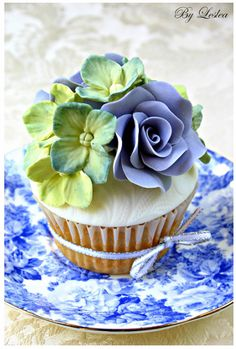 35 Too Pretty To Eat Cupcakes For Florists - Cupcakes Gallery Cupcakes Design, Cupcakes Cool, Beautiful Cupcakes, Fancy Cakes, Mini Cakes, Cupcake Cakes, Cupcake Art, Rose Cupcake, Icing Cupcakes
