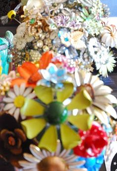 Vintage Brooch bouquet. Must. Make. Yesterday.