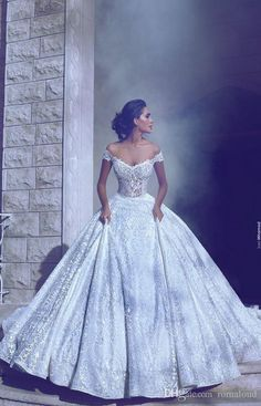 New Design Luxury Lace Wedding Dresses Applique Off Shoulder Cathedral Train Wedding Bridal Gowns Wedding Party Custom Made High Quality