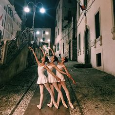 Dance is better with friends♡♡ Ballet Pictures, Dance Pictures, Classic Dance, Vaganova Ballet Academy, Dance Dreams, Dance It Out, Dance Poses, Ballet Photography, Ballet Beautiful