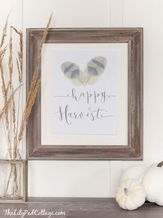Free Happy Harvest Fall Printable by the Lilypad Cottage.   A beautiful addition to your Fall Decor!