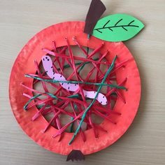 The autumn is here! This week we will continue with the autumn decoration! An apple with a worm is waiting for us! autumn is here Source by michaelamanta Diy Crafts To Do, Fall Crafts For Kids, Diy For Kids, Apple Art, Autumn Activities, Woodland Party, Kindergarten Activities, Fall Decor, Christmas Tree