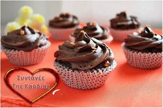 Cupcakes sacher http Greek Recipes, My Recipes, Cupcake Cakes, Cupcakes, Christmas Sweets, Group Meals, Bon Appetit, Tart, Muffins
