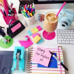 The Ultimate College Packing List For Freshmen - Are you college bound struggling deciding what to pack? This is the ultimate college packing list for you.We have the perfect college packing guide for you! Diy Pour La Rentrée, Back To University, College Packing Lists, Diy Organisation, School Organization, Organising, Back To School Supplies, Office Supplies, College Supplies