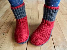 1001 knit slippers - Marianne Fauresbalchiero - - 1001 pantoufles au tricot Knitting wool at discount prices, many references and colors online, knitting patterns, needles and accessories. Knitting Wool, Vintage Knitting, Knitting Stitches, Knitting Socks, Crochet Socks, Knitted Slippers, Knit Crochet, Beginner Crochet Tutorial, Knitting Machine Patterns