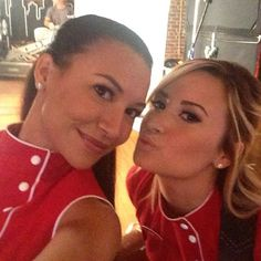 Naya Rivera and Demi Lovato cozy up on the set of Glee!